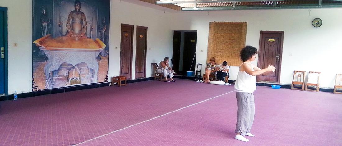 Une pratiquante de Qi Gong au Wudang