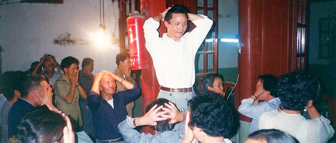Maître Zhang Kunlin guidant le Qi Gong des yeux à Kunming