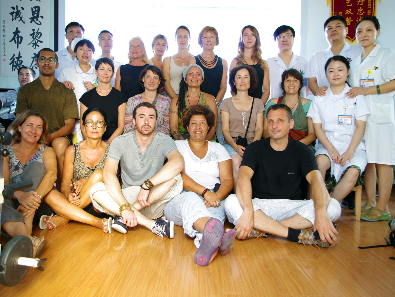 Étudiants Tuina de Terre d'Asie, promotion 2016, à l'hôpital du Mont Wudang en Chine