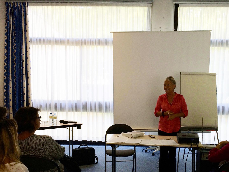 Catherine Bousquet présentant une conférence sur les Arts Énergétiques traditionnels chinois