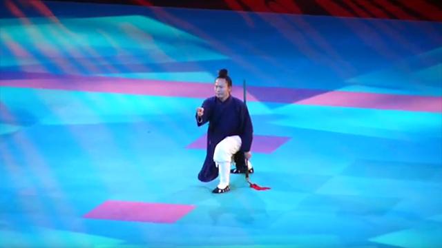 Démonstration d'épée par Maître Yuan Limin lors du 26ème Festival des Arts Martiaux